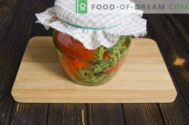 Piklane paradižnike s korenjem