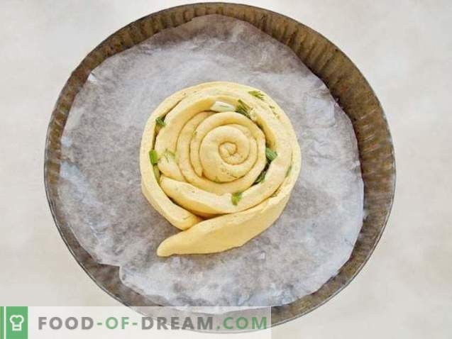 Spiralni kruh z zelišči in česnom