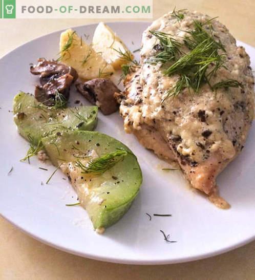 Piščančje prsi v kremni sirni omaki z zelenjavo - recept s fotografijami