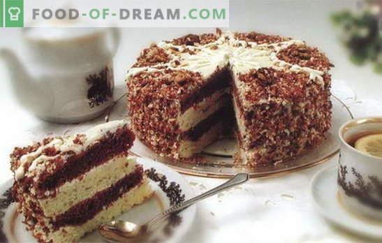 Торта со кондензирано млеко и павлака е деликатес што секој го сака. Рецепти за колачи со кондензирано млеко и павлака