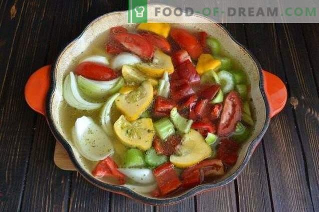 Soupe de son d'avoine aux légumes dans un bouillon de poulet