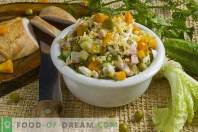 Salad with smoked chicken breast and vegetables
