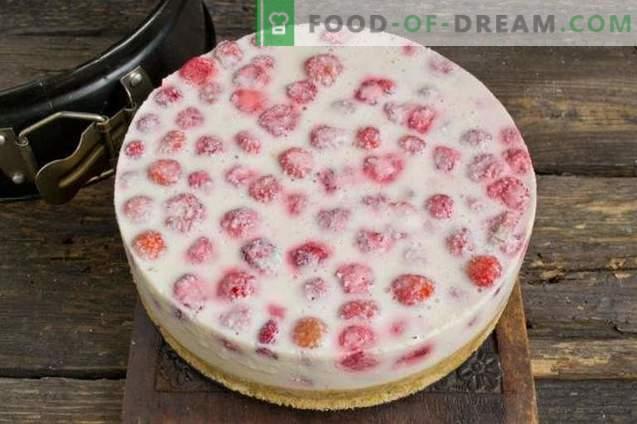 Cheesecake z jagodami brez peke