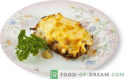 Kött med svamp och ost i ugnen är ett utmärkt tillskott till sidrätterna. De bästa recepten för att laga kött med svamp och ost i ugnen