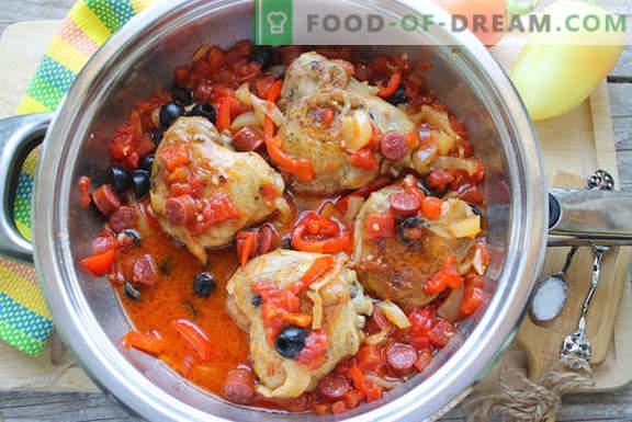 Hähnchen auf Spanisch kochen: mit Tomaten, Wein und geräucherten Würstchen