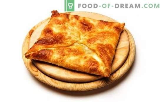 Hojaldre frito y horneado khachapuri. Delicias caucásicas en nuestro menú - khachapuri de hojaldre con queso