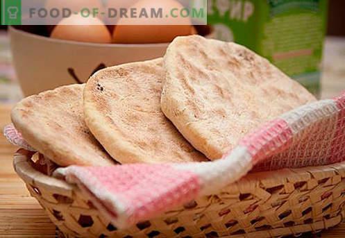 Płaskie ciasta: ser, kukurydza, słodki, żyto, miód - najlepsze przepisy. Jak upiec ciasta na wodzie, mleku lub kefirze - w piekarniku lub na patelni.