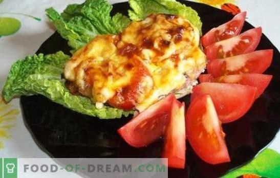 Piščančji zrezki s paradižnikom in sirom tudi za začetnike. Preprost recept za sočne piščančje narezke s paradižnikom in sirom